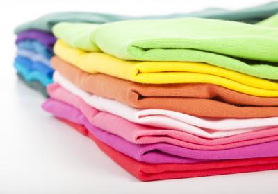 Farebné a čierne prádlo